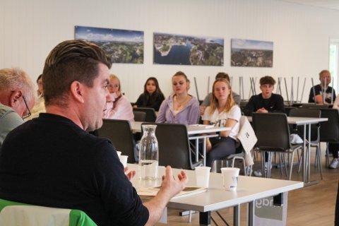 VALG: I forrige uke ble det arrangert debatt på Hellvik ungdomsskole med ekte politikere. Nå har elevene avlagt sin dom. I bildet er Richard W. Samslått fra Miljøpartiet de Grønne.