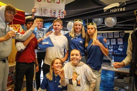 STÅR INNE FOR POLITIKKEN: Flere av elevene som representerer Høyre på Husabø sier at Høyre er deres faktiske parti.