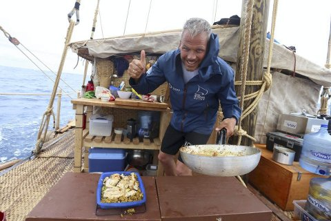 TOMMELEN OPP: Ekspedisjonsleder Torgeir S. Higraff er storfornøyd med framdriften. Flertallet av mannskapet har veddet på at de når Påskeøya 19. desember.
