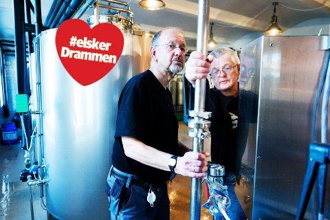 TO TØFFE TYPER: Terje Aass og Jens Maudal kunne kanskje vært konkurrenter. Men sjefene for henholdsvis Aass og Haandbryggeriet deler en felles lidenskap for ølets kvaliteter. Her brygger de sammen.