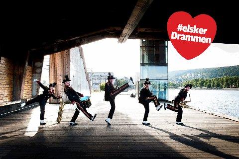 LEK OG ALVOR:  Det musikalske er selvsagt veldig viktig for Strømsgodset Musikkorps, men det at de har satset på bevegelse til musikk, gjør at de skiller deg ut og gjør seg bemerket.
