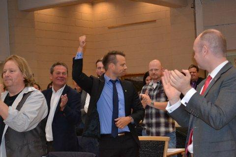 - UBESKRIVELIG LETTELSE: Jon Helgheim tok imot hyllesten fra nominasjonsmøtet, etter å ha sikret seg andreplassen. - Man blir alltid usikker og lettelsen er ubeskrivelig når det er over, sier han.