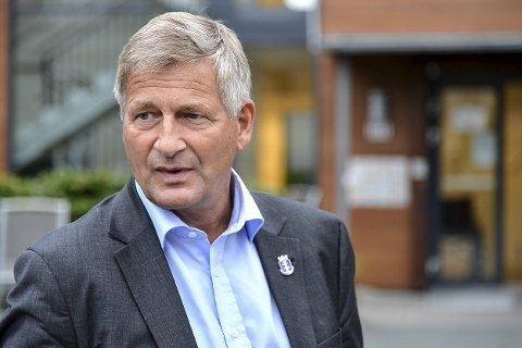KINKIG SAK: By-bommene rir Høyre og ordfører Tore Opdal Hansen som en mare. Nå kontakter han nabokommunene for å se om det er mulig å få gjort det om.