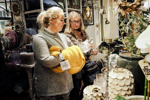 SHOPPING: Camilla Østerud og mamma Heidi var på jentetur for å handle julegaver og kanskje noe til seg selv.