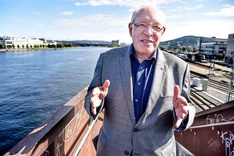 REAGERER: Stortingsrepresentant Martin Kolberg(Ap) reagerer på forslaget om å flytte avdelinger fra det nye sykehuset i Drammen.