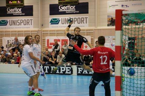 SCORET: Lars Henrik Eriksen scoret med en lekker lobb i kampen mot Falk Horten.
