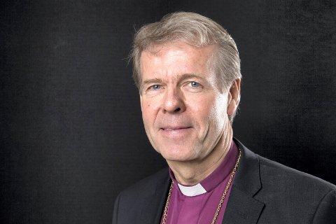 FORESLÅR FACEBOOK-FASTE: «Vi er trofaste med vår telefon og troløse mot hverandre», skriver Per Arne Dahl, biskop i Tunsberg bispedømme.