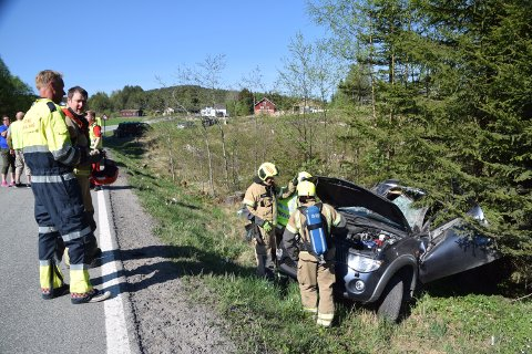 Bilen fikk store skader etter utforkjøringen.