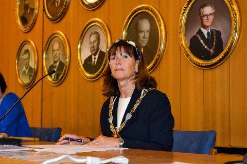Posisjonen i Øvre Eiker, her ved ordfører Ann Sire Fjerdingstad (H), får på pukkelen av Ole-Jørn Dokken. Han mener at «Høyre setter sine egne innbyggere til side for å kunne oppfylle fader Jan Tore Sanner sine tvangspålegg».