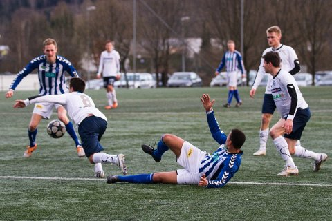 LEDER KLART: Modum leder avdelingen sin med god margin etter 4-0 borte mot Vestfossen 2. Her er de fra fjorårets åpningskamp mot Åssiden.