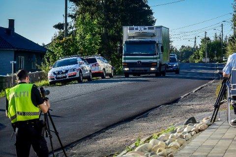 AKSJON: Politiet avholder kontroller i to uker fra skolestart. Lastebilen på bildet har ingenting med saken å gjøre.