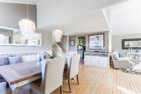 MODUM: Arkitekttegnet enebolig på Åmot med primærrom på 153 kvm. Inneholder fire soverom og flere stuer. Prisantydning: 2,7 millioner kroner.