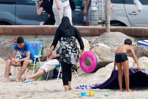 INNLEGG I BURKINIDEBATTEN: «Det er ikke noe forskjell på burkini og andre klessymboler. Det handler om folks frihet til å velge i frie, liberale og demokratiske land», skriver Tony Burner i dette innlegget. Bildet er fra en strand i Frankrike utenfor Marseille.