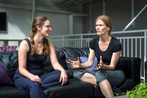 ENGASJERTE: Drammenser Signhild Meen Wærsted (t.h) og Hanna Rohns arbeid med temaet for den kommende performancen har pågått i flere år.
