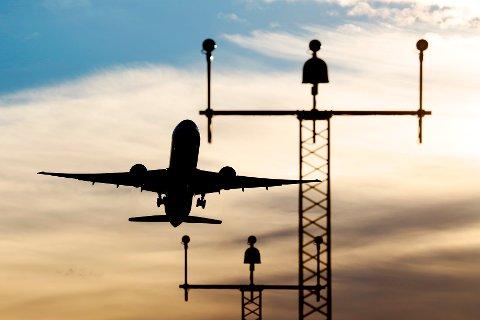 Deler av flytrafikken kan rammes av streik fra neste søndag dersom ikke bakkemannskapene til Widerøe, SAS og Norwegian blir enige om en ny kollektivavtale.