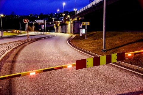Dette synet vil møte bilistene utenfor Strømsåstunnelen tirsdag kveld.