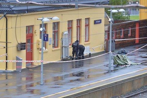 Politiet sperret av et område på Vestfossen stasjon 22. oktober, etter at en 23 år gammel kvinne skal ha blitt overnfalt og voldtatt her.