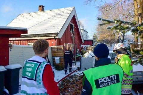 Det var et stort oppbud av politi, ambulanser og brannvesen på stedet.