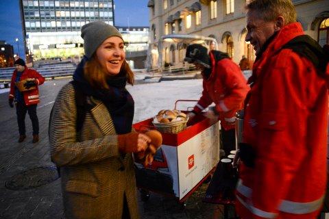 For en sjarmoffensiv, sier Johanne Helgeland (44) som var på vei til jobben i Oslo.