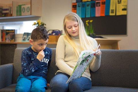 Lesestund på Gulskogen skolebibliotek
