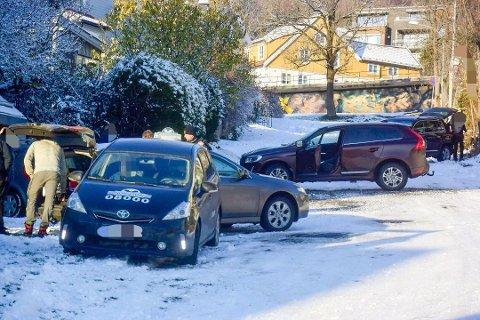 GLATTE VEIER: Seks biler i krasj på glatte veier, Gjetergata i Drammen. Dette bildet er fra midten av november.