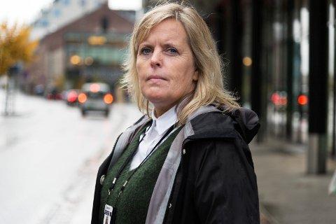 KLAR TALE: Kari Benjaminsen, leder av politiets forebyggende avdeling maner foreldre til å ta ansvar. – Vi har ikke en eneste ungdom å miste, sier hun.