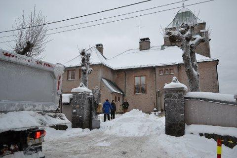 LOCATION: Scener til filmen «Snømannen» ble spilt inn i og ved Borgen på Toppenhaug i fjor.
