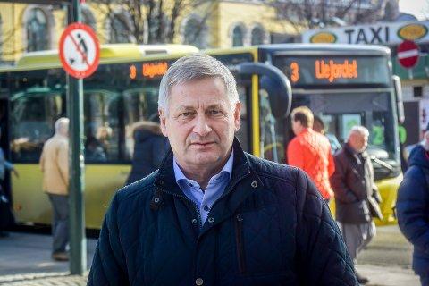 SKRYT TIL ORDFØREREN: Skribenten roser Drammens ordfører Tore O. Hansen (H) for at han skrinlegger Buskerudbypakke 2 og går for en ny løsning.