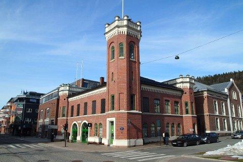 KONTOR MED TÅRN: Kontorlokalene som er til utleie i den ene tårnbygnignen på Bragerne torg leies også ut med tårnet.