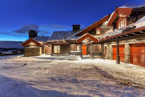 AVSLAG: Pappvin-millionær Steinar Mikkelsen har forsøkt å selge hytta på Geilo i ni år og har slått av hele 19 millioner kroner på prisen, men foreløpig har ingen lagt pengene på bordet.