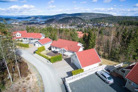 HURUM: Det er visning for denne boligen i Falkeveien 57 i Sætre i Hurum søndag. Hurum er den kommunen i Buskerud der boligprisene steg mest i første kvartal i år.
