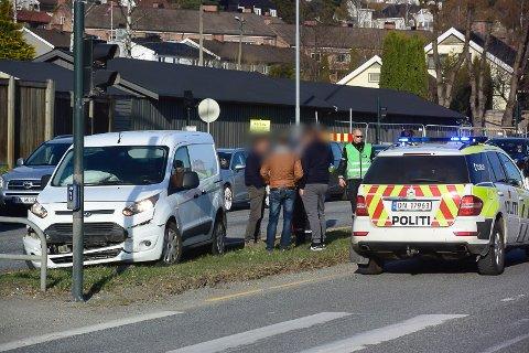 KOLLISJON: Tre biler var innvolvert i kjedekollisjonen i Rosenkrantzgata onsdag kveld.