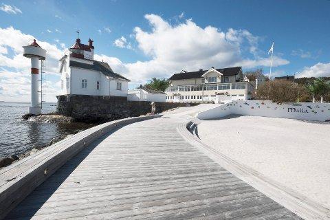 Villa Malla har blitt en populær restaurant med egen strand på Filtvet.