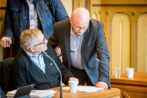 SAMKJØRTE: Ordførerne i Buskerudbysamarbeidet, her ved Drammens ordfører Tore Opdal Hansen (H) (t.v.) og fylkesordfører Roger Ryberg (Ap), virker samstemte om veien videre mot en ny bypakke for Drammen.