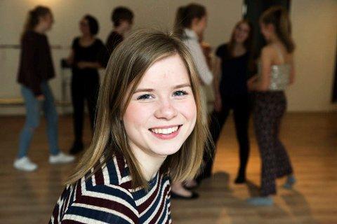 INSTRUKTØR: Eva Stenseng forteller at revyen er både for voksne og ungdom.