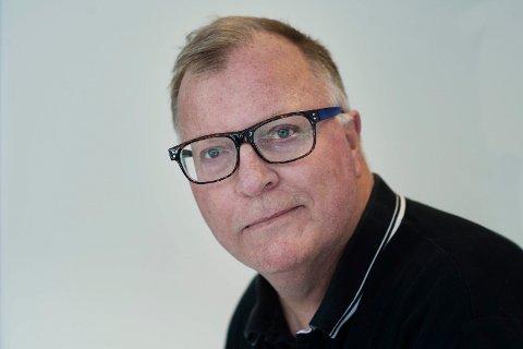 JAN OVIND: 62 år. Journalist. Gift. Født i Oslo, bare måneder senere brakt til Drammen. Bodde i Drammen 1955-61, i Asker 1961-68 før retur til Drammen, som siden har vært base - med unntak av to år i New York som VG-korrespondent 1991-93. Jobbet i VG 1983-2017.