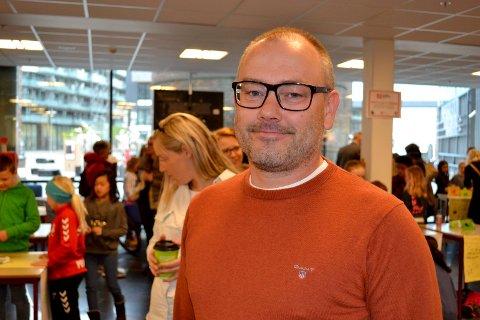 Generalsekretær i Syklistene Landsforening, Morgan Andersson, var imponert over de oppfinnsomme drammenselevene.