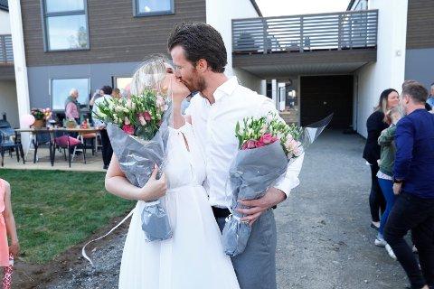 SEIERSKYSSET: Tomas Støleggen Hansen (29) og Malin Jensen Michaelsen (28) var overlykkelige da de ble kåret som vinnere av «Huset» i mai i fjor.