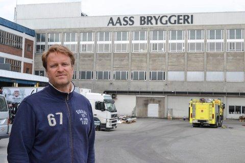 INGEN SKADET: Christian F. Knudsen Aass, administrerende direktør ved Aass Bryggeri, er først og fremst glad for at ingen personer ble skadet.