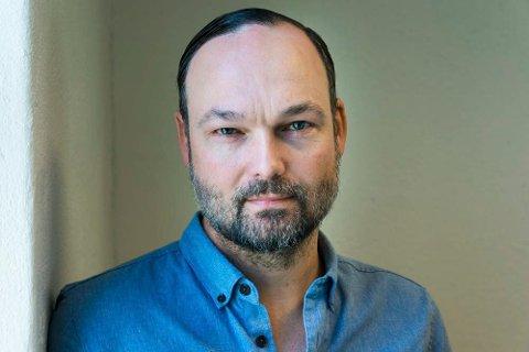 SPALTISTEN: Sven Ove Bakke (f. 1975) er lørdagsspaltens innflytteralibi. Han er tidligere profilert musikkskribent og kommentator i Dagbladet og er nå kommunikasjonsrådgiver i TIBE Drammen. Han skal denne gang avgi sin første buskerud-stemme i et stortingsvalg.