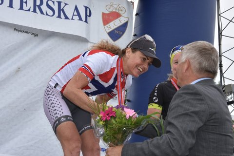 MESTEREN: Gunn Rita Dahle Flesjå fikk også smykke i premie da hun vant NM-gull på Konnerud.