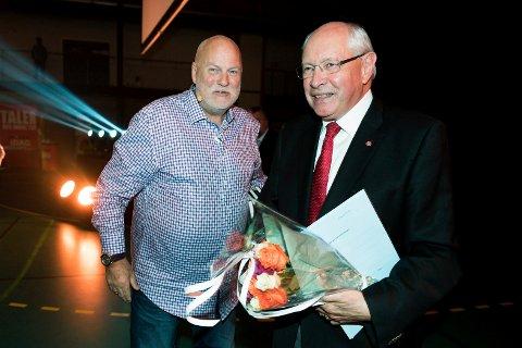 TRUET MED Å TREKKE SEG: Martin Kolberg (Ap, t.h.) truet med å trekke seg da Jan Hanvold (t.v.) forsøkte å nekte NRK adgang til debatten i Berskaughallen.