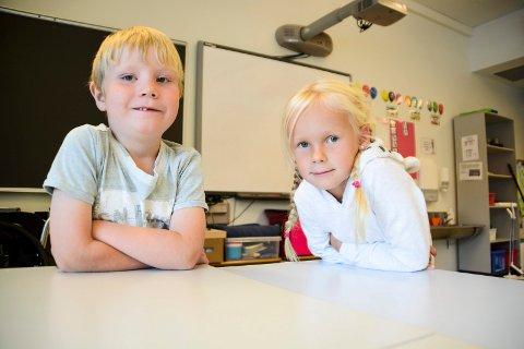 GODE RÅD ER GRATIS: Christian Rasch-Nordhaug og Helena Wellnitz klare for 2. klasse på Gulskogen skole. Her gir de råd til dagens førsteklassinger.