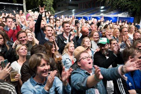 ORDNET SEG: Da blir det likevel musikk etter klokken tolv under den store ELvefestivalen-finalen. Men det blir ikke til klokken 02.00 som Byen vår Drammen først ønsket seg.