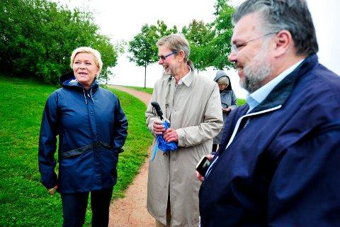 HOLDER LØFTET: Finansminister Siv Jensen lovte penger til sykehuset da hun og statsrådkollega Bent Høie besøkte sykehustomta på Brakerøya i valgkampen. Det løftet holder hun. Her med stortingsrepresentant Morten Wold (t.h.) og Nils-Fr. Wisløff, adm. direktør i Vestre Viken Helseforetak.