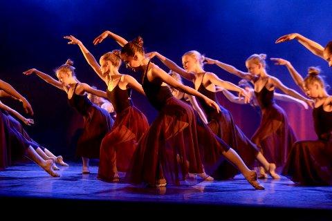 Tversnitt: Kulturens Festaften skal vise bredden i byens rikholdige kulturliv. Noe av det du får oppleve i og rundt teateret 15. september er dansestudioet Attic som skal vise deler fra sin 30-års jubileumsforestilling.