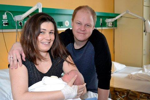 NYTTÅRSBARNET: Aggi og Dan Vegard Vinterlykke ble foreldre til lille Leon én time inn i det nye året.