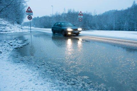 VÅTT: Neste uke kan det bli ugreie forhold i trafikken. Store mengder regn kan gi slapsete føre på veiene.