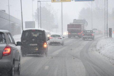 Skal du kjøre til jobb i morgen tidlig? Da bør du kjøre ekstra forsiktig.