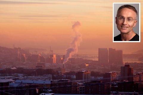 """ETTERLYSER PERSPEKTIV I KLIMADEBATTEN: """"Etter mitt syn er den viktigste underteksten i klimadiskursen et ønske om å gjemme vekk de virkelige store problemene vi står overfor med hensyn til uttømming og overforbruk av ressurser"""", skriver Sven Røgeberg fra Drammen."""
